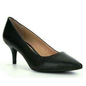 Gianni Bini Black Pumps Low Heel Size 6.5M